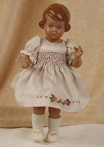 """German Doll 1935 - die Puppe auf dem Foto ist die """"Inge"""" mit braunem Haar, aber keine Zöpfe"""