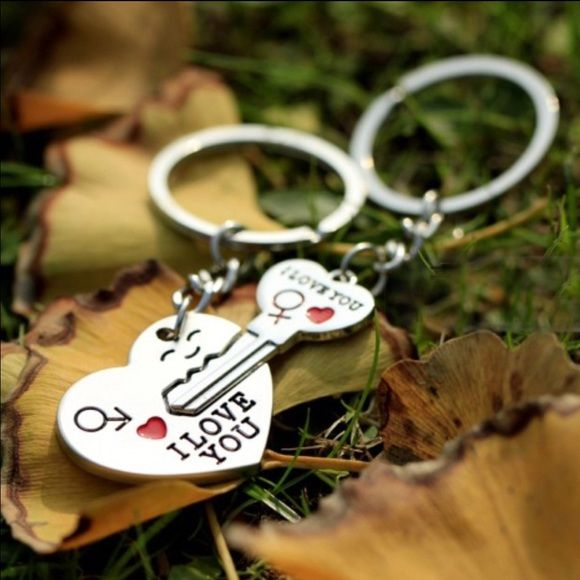 Couples key chain set(NWT)5 left Brand new in package Other