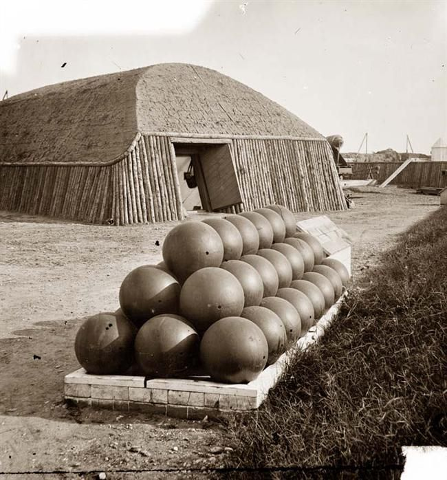 Canon balls during the American Civil War (1861-1865)