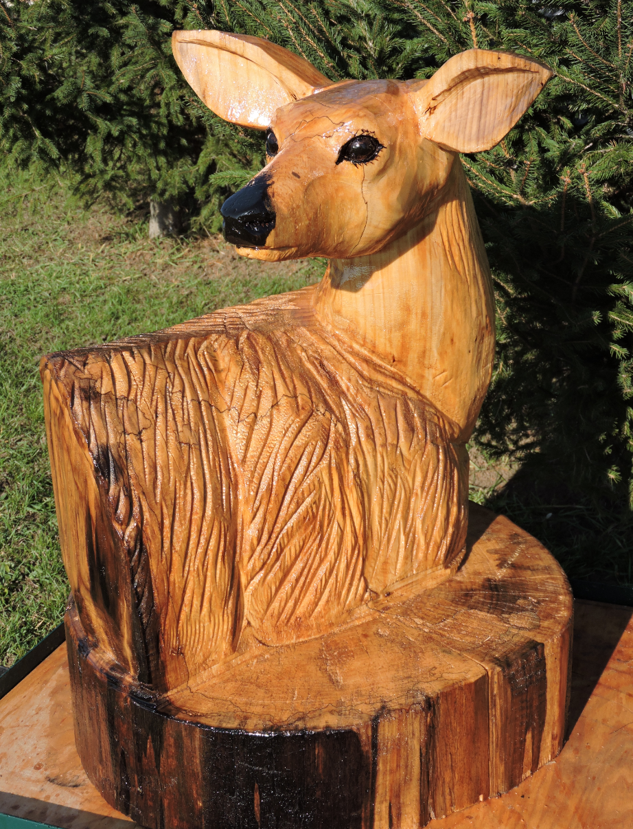Doe deer chainsaw carving art animals yard