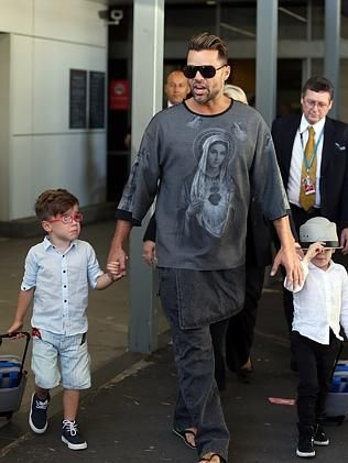 ricky martin t-shirts | Ricky Martin arrives in Sydney with his twin sons Matteo and Valentino ...