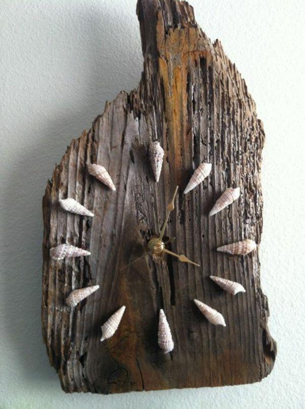 Wanduhr aus Holzbree mit kleinen Gehäusen Wohnen\/Deko - holz deko selber machen