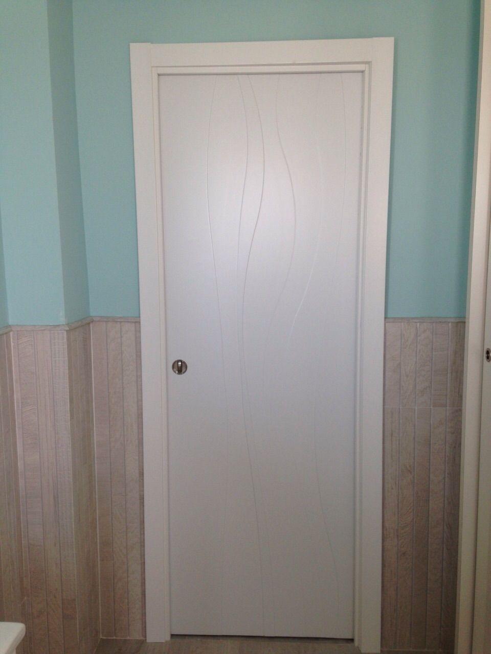 Original dise o en puerta lacada en blanco modelo gongora for Puertas originales madera
