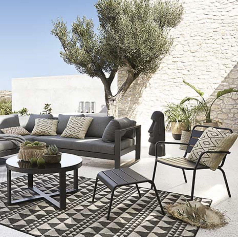 Epingle Par Kirikou Grand Sur Jardin En 2020 Decoration Terrasse Tapis Jardin Mobilier Jardin