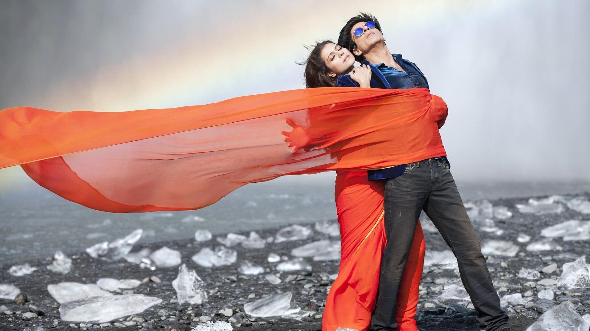 Dilwale 2015 720p 1080p Watch Online Free Download Raj Is A Mafia Member One Day He Meet A Girl Meera While Chasing B Dilwale 2015 Songs Bollywood Songs