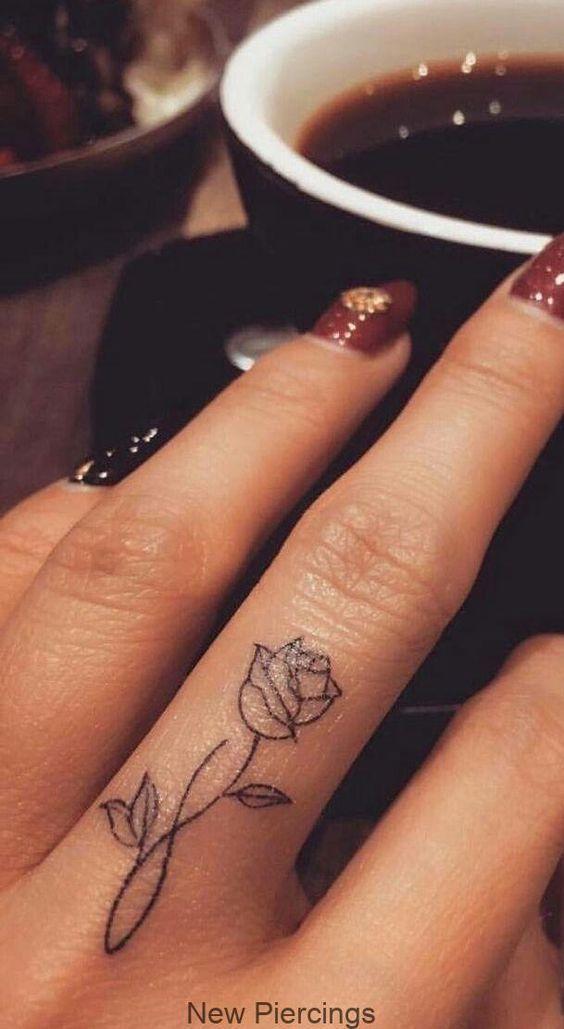 Schönster Blumen-Tätowierungs-Entwurf auf Finger #Tattoos - Entwurf #schöneblumen