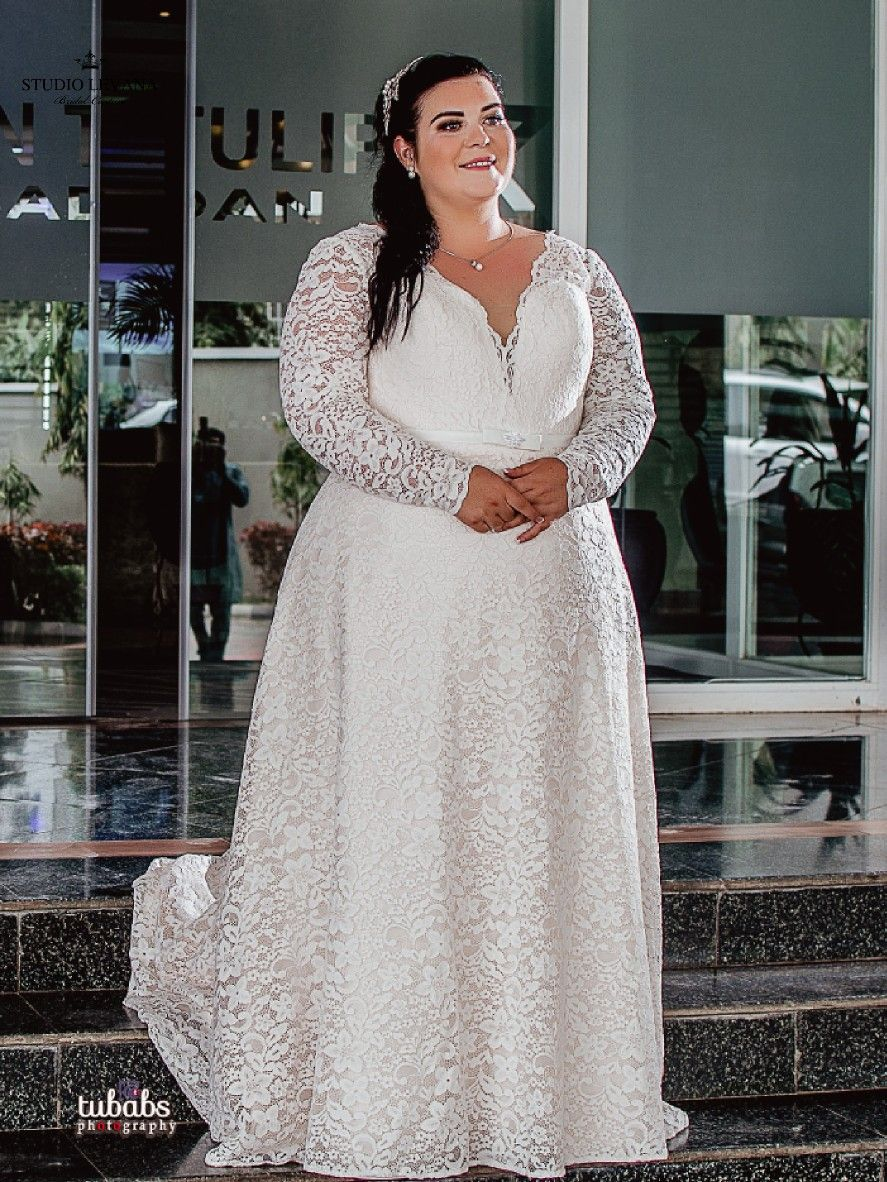 Romantic Plus Size Bride In A Classy Floral Full Lace Blush Wedding Gown From Studio Le Simple Wedding Dress Short Blush Wedding Gown Wedding Dress Long Sleeve [ 1182 x 887 Pixel ]