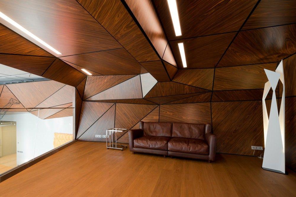 Peretii cu un design angular ofera un aer sofisticat acestei incaperi. #designangular, #decormaroniu, #amenajariinterioaremaro