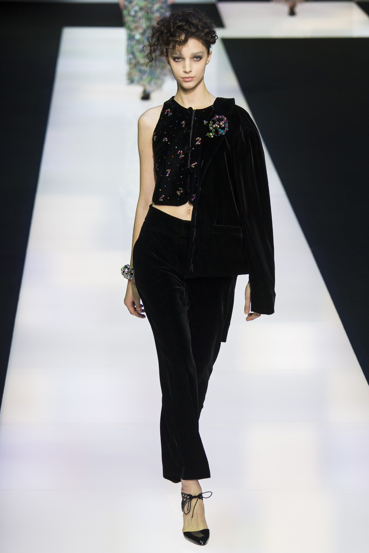 b8c9aa49df47 Giorgio Armani Fall 2016 Ready-to-Wear Collection Photos - Vogue   GiorgioArmani  fashion  sexy  Koshchenets