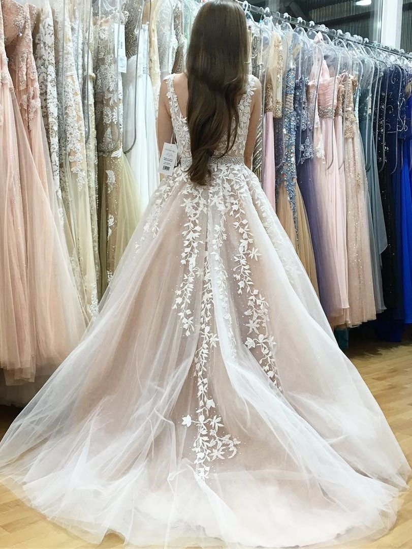 Classic aline vneck long white lace appliques prom dress