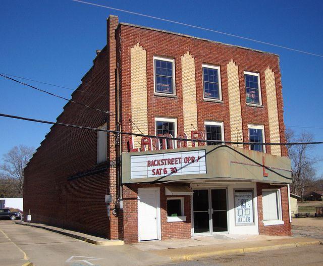 Old Lamar Theater (Vernon, Alabama) | Vernon, House styles ...
