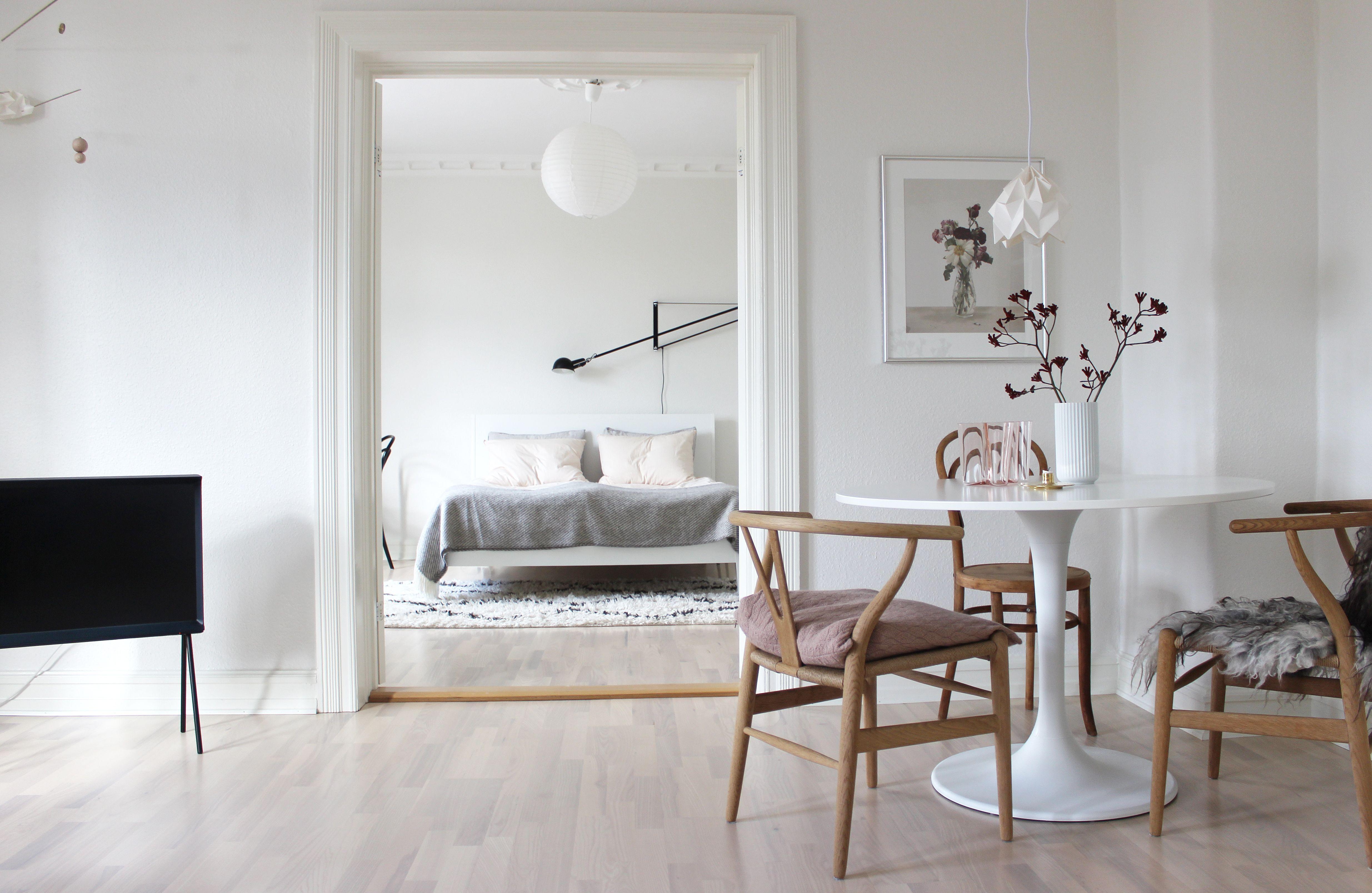 scandinavian interior design, scandinavian dining spot, samsung serif, via http://www.scandinavianlovesong.com/