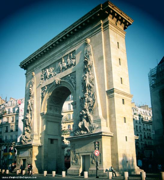 Porte Saint-Denis Pendant des siècles , les rois de France serait passer à travers cette porte et le long de la rue Saint Denis d'assister aux services à la basilique médiévale de Saint- Denis , qui était le lieu de sépulture de nombreuses régents passé de la France dans ce qui est maintenant la banlieue nord de Paris . Les troupes de Napoléon passa à travers l'arche , entrer dans la ville en 1816 après une campagne victorieuse et , à l'occasion de sa visite à l'Exposition universelle de…