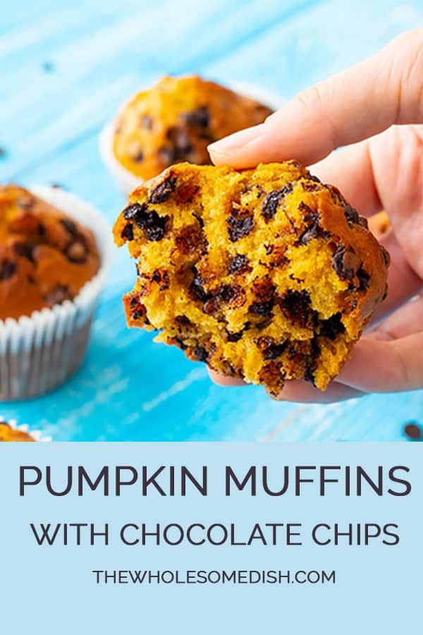The Best Pumpkin Muffins with Chocolate Chips #pumpkinmuffins