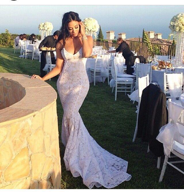 Wedding Dress By Michael Costello Exactement Ce Que Je Voudrais Pour La Reception Cette Robe Est P Wedding Gowns Mermaid Wedding Dresses White Wedding Dresses