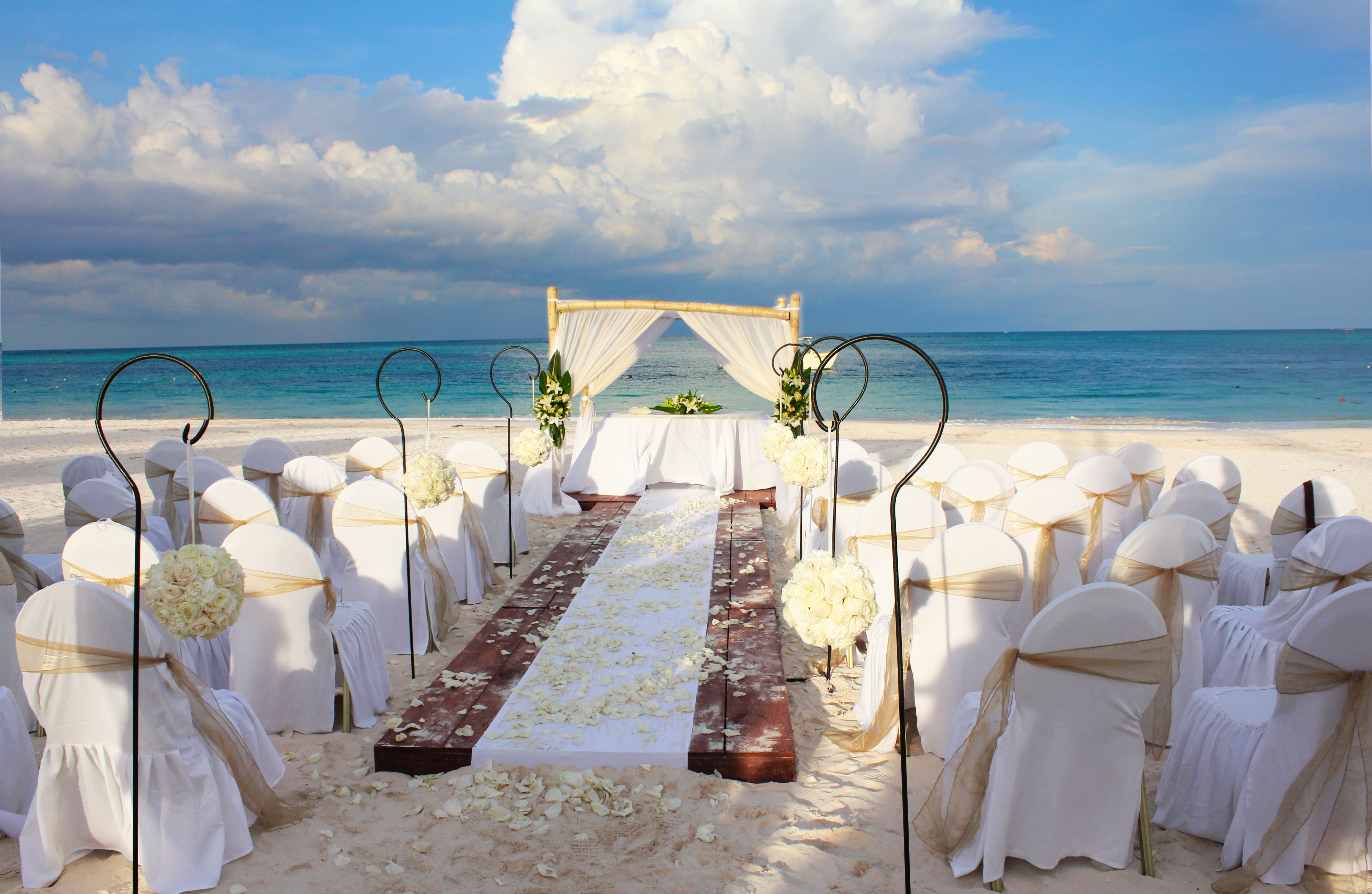 Absolutely Love This Beach Ceremony Now Larimar Resort Punta Cana Dominican Republic Beach Ceremony Now Larimar Beach Destination Wedding