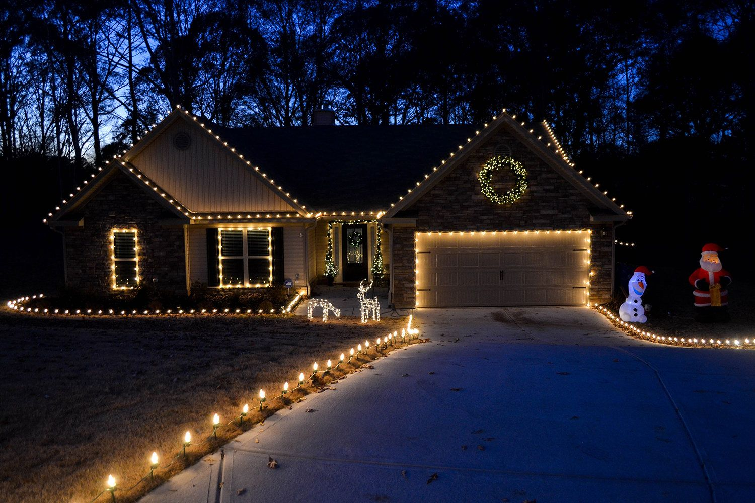Outdoor Christmas Decorating Ideas Roof Christmas Lights