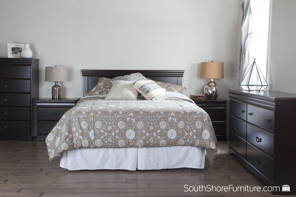 Mobilier de chambre de couleur acajou foncé, conçu et produit au - couleur peinture pour chambre a coucher
