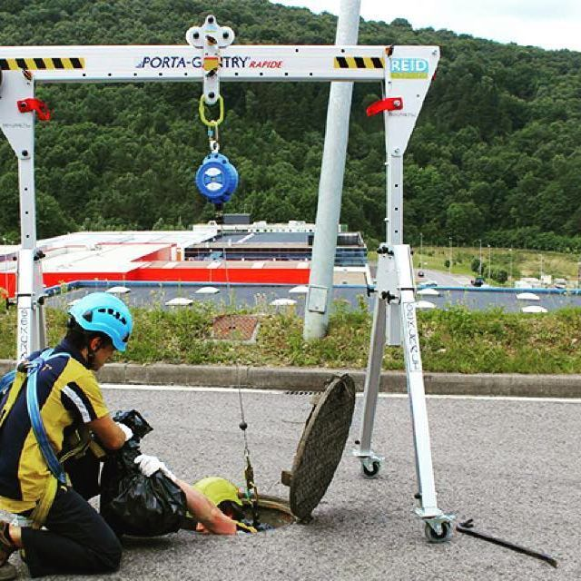 Goods And Personnel Lifting: A Great Example Of Our PORTA-GANTRY Rapide In Manhole Use