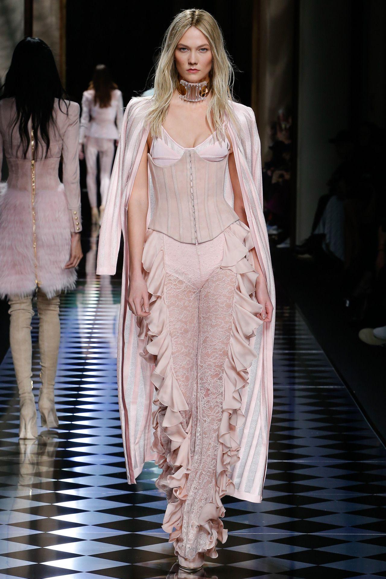 balmain paris fashion week fall 2016 model karlie kloss pink is the new punk pinterest. Black Bedroom Furniture Sets. Home Design Ideas