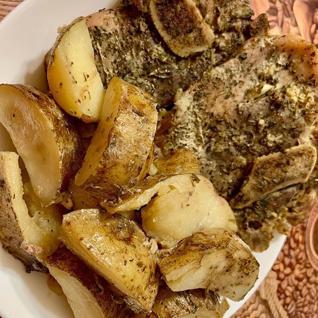 Oven baked Pork Chops with Potatoes!Simple and delicious ! #potatoes #pork #porkchops  Oven baked Pork Chops with Potatoes!Simple and delicious ! #potatoes #pork #porkchops #bakedpotatoes #oliveoil #salt #peper #lemonjuice #garlic #thymes #sage #oregon #photooftheday #instaphoto #deliciousfood #simplerecipe #foodstagram #foodporn #foodblogger #sunday ! #ovenbakedporkchops Oven baked Pork Chops with Potatoes!Simple and delicious ! #potatoes #pork #porkchops  Oven baked Pork Chops with Potatoes!Si #ovenbakedporkchops