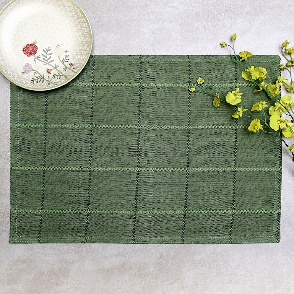 Green Check Mat In 2020 Table Mats Placemats Place Settings