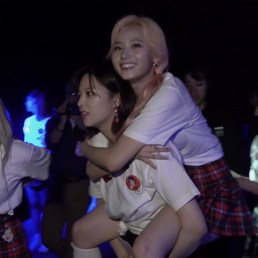 jeongyeon + sana shared by ◟̽◞̽𝐆𝐈𝐎𝐑𝐃𝐀𝐍𝐀'𖤣𖥧☹︎ on We