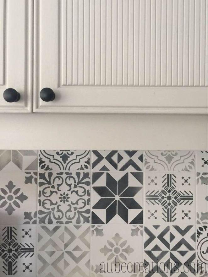Idée Relooking Cuisine Peindre Carrelage Mural Avec Des Pochoirs - Recouvrir du carrelage cuisine pour idees de deco de cuisine