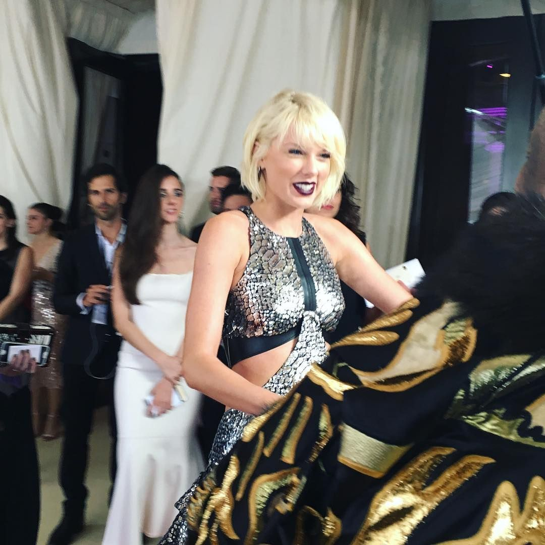 Taylor on the red carpet at the 2016 met gala taylor swift taylor on the red carpet at the 2016 met gala m4hsunfo