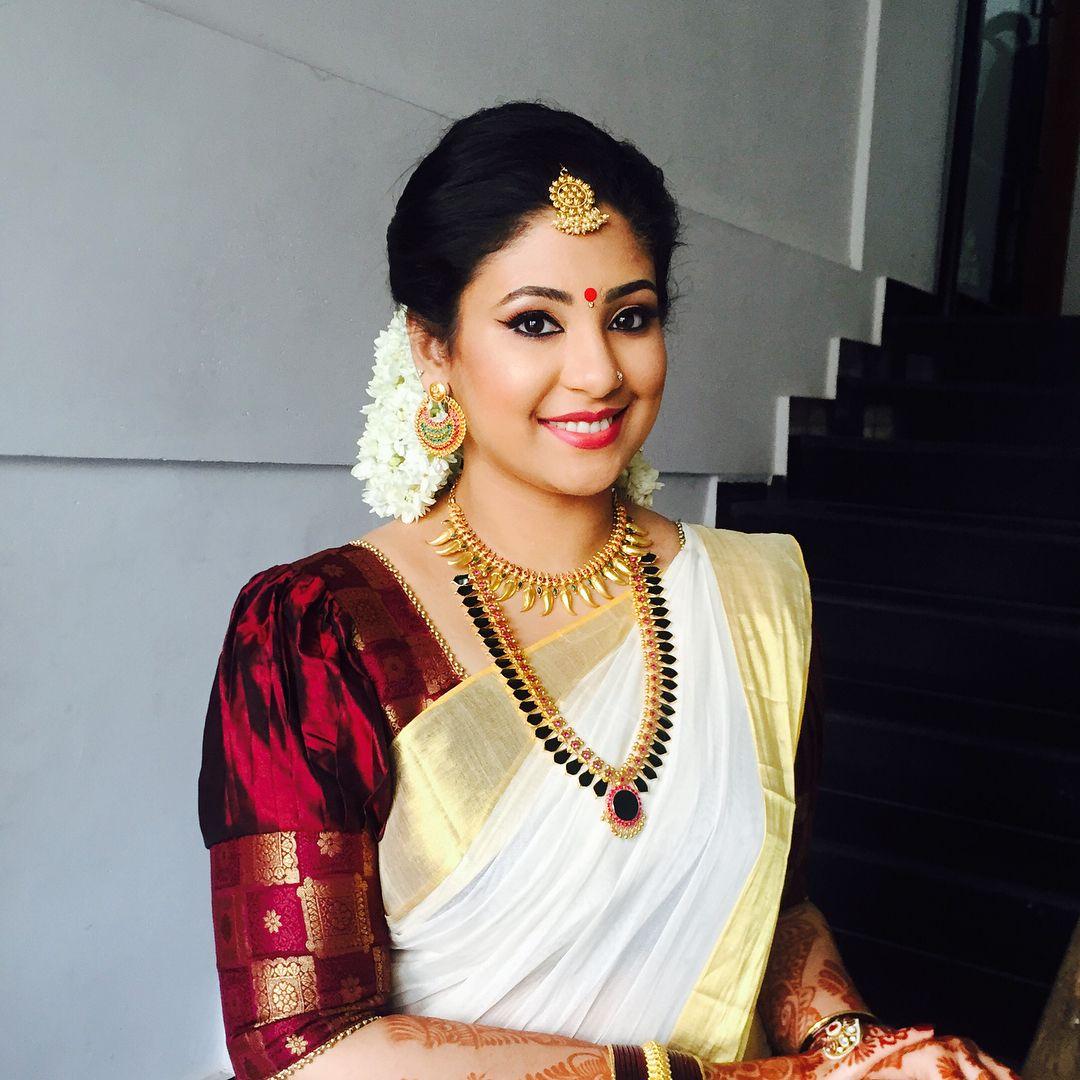 1 098 Likes 15 Comments Binzu Gopalan Binzugopalan On Instagram Aswathy Beautifulbride Bride Kerala Saree Blouse Designs Kerala Saree Blouse Set Saree