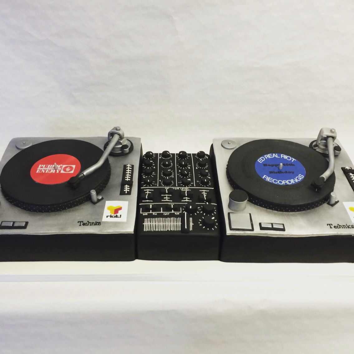 Dj Decks Cake For All Those Music Lovers Let That Dj