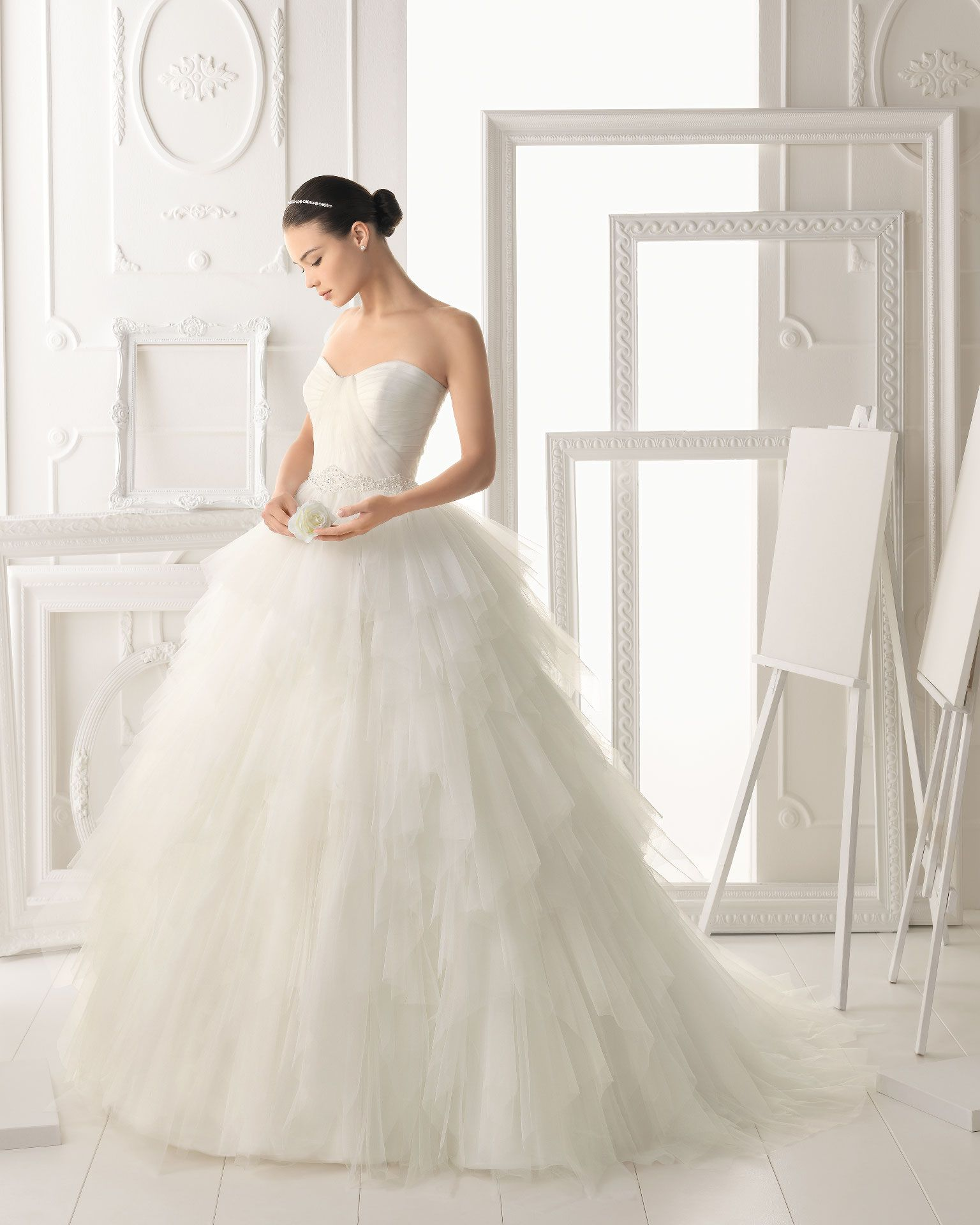 Wedding dresses ball gown lace  OREA  Vestido de tul y encaje con pedrería en color natural