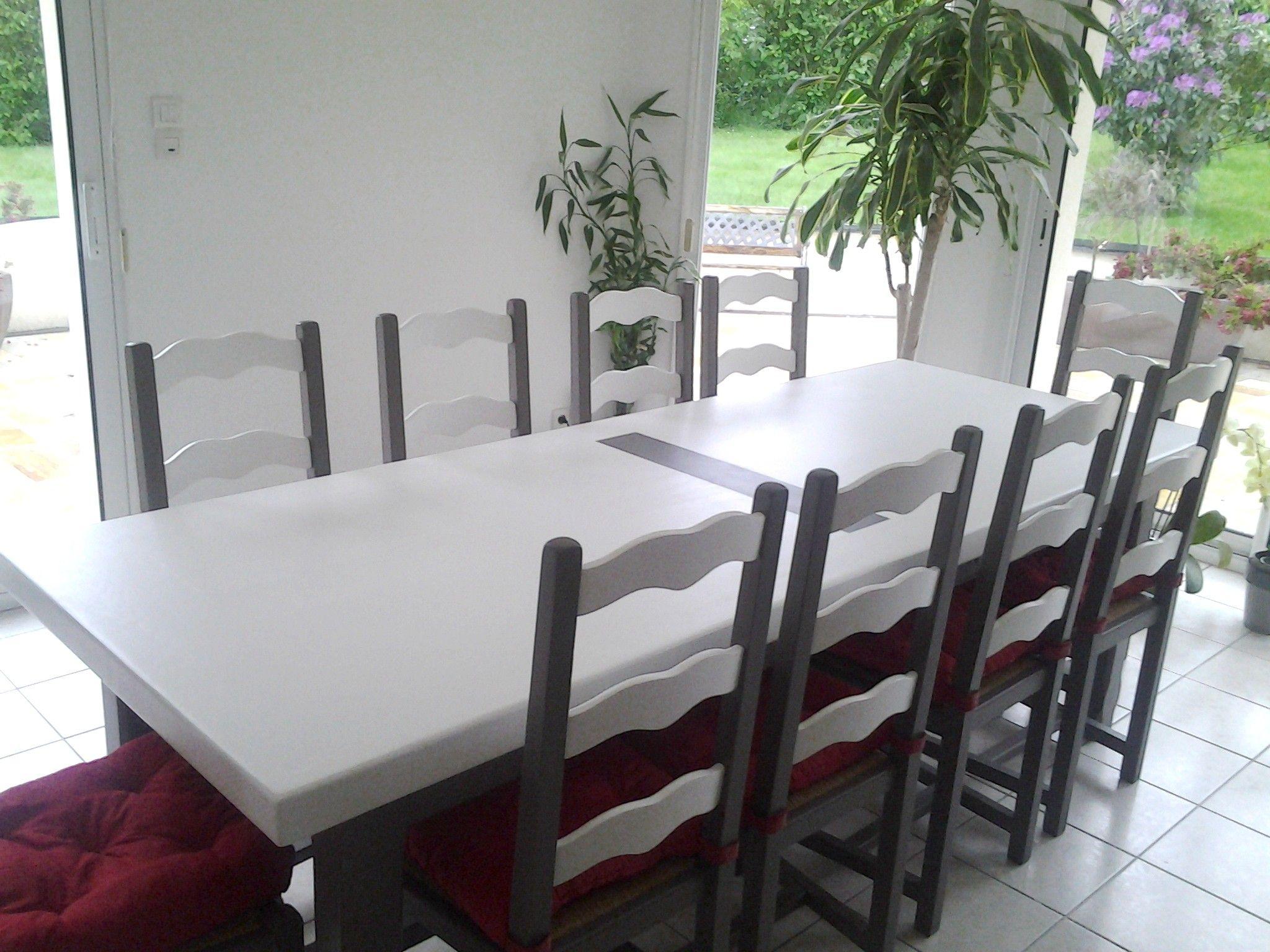 table et chaises en chene vernis relookees en blanc et gris