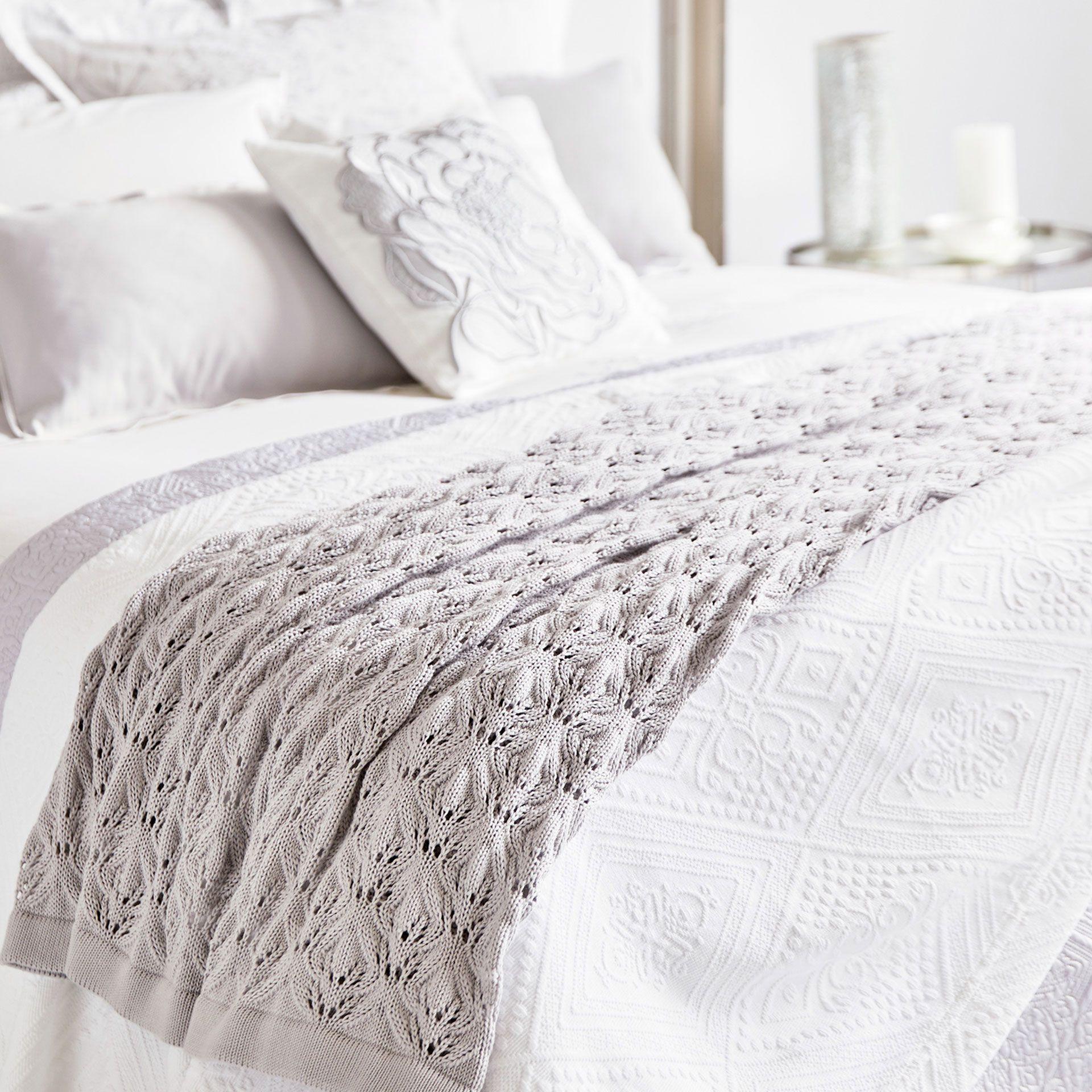 Manta punto calado zara manta y camas for Zara home mantas