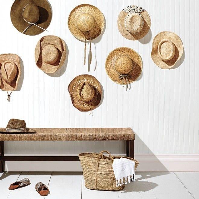 Des Chapeaux De Paille Sur Un Mur Une Bonne Idee Deco