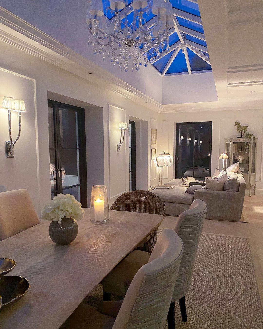 "Christina Palm Svaneeng Mertz on Instagram: ""Sweet dreams from Louis and I ✨🐶🥱 #SundayNight #havealovelyevening #InteriorDecor #Livingroom #InteriorDesign #Decor #LuxuryLiving…"""