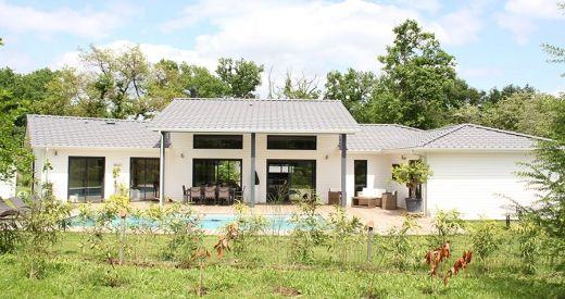 En Gironde, une maison Bois design et confortable construction