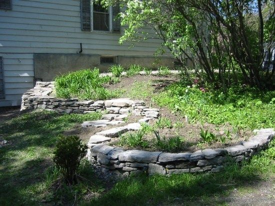Stützwand im Garten-Stein Mauer trockenmauer Pinterest
