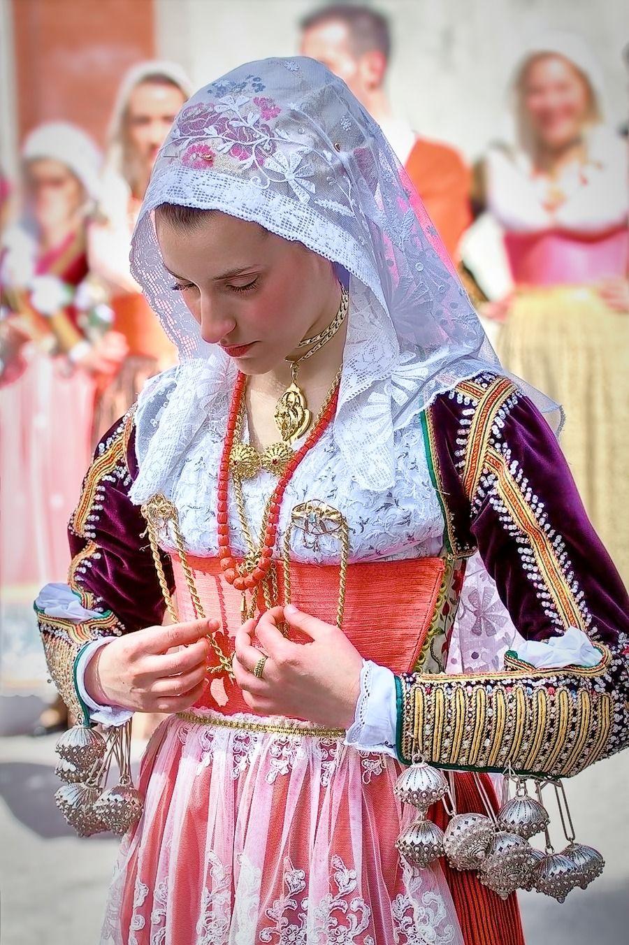Traditional Costumes of Sardinia http://www.luxuryholidaysinsardinia.com/Blog/dettaglio/lifestyle-outdoor-un-mondo-di-opportunita-per-vivere-la-sardegna