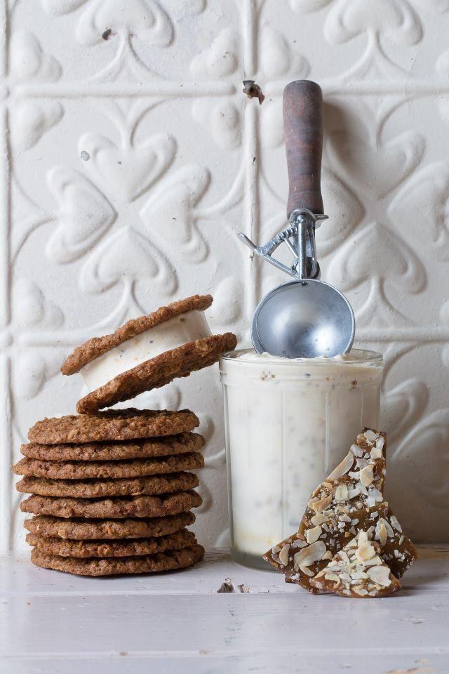 vanilla praline ice cream sandwiches