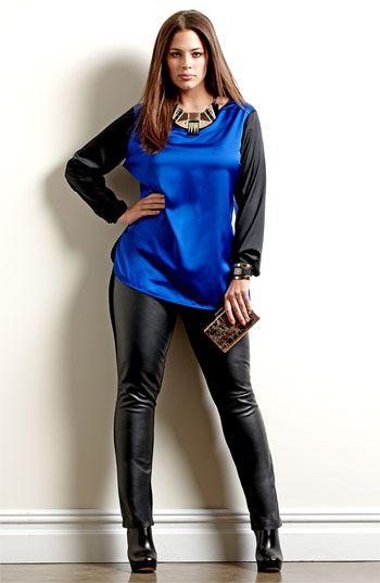 0d859b2291 pantalón cuero en negro - camiseta en azul   negro