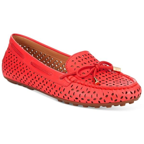 Michael Michael Kors Daisy Moccasin Flats ($77) ❤ liked on Polyvore featuring shoes, flats, coral reef, coral flat shoes, flat shoes, michael kors flats, michael michael kors shoes and moccasin style shoes