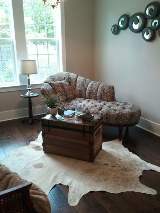 This Room Is Elegantly Decorated With The Chaise Lounge Accent Mirrors And The Cowhide Rug Furrugs Com Home Decor Decor Cow Hide Rug