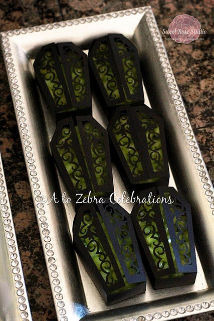 Love these little coffins with lime jelly beans in them, Gothic rather than cheezy.
