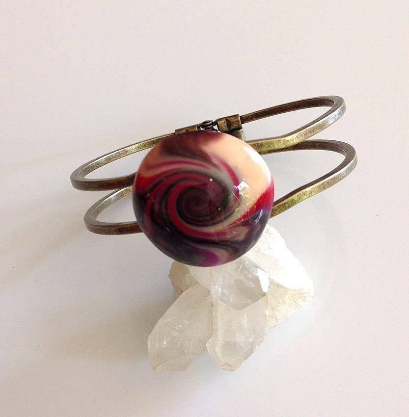 Bracelet, rigide, métal bronze, cabochon rond multicolore spiralé : Bracelet par agape