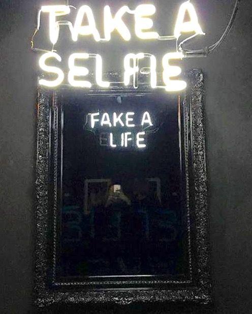 Selfie Life Camilio Matiz Frases Neon Luces Frases De
