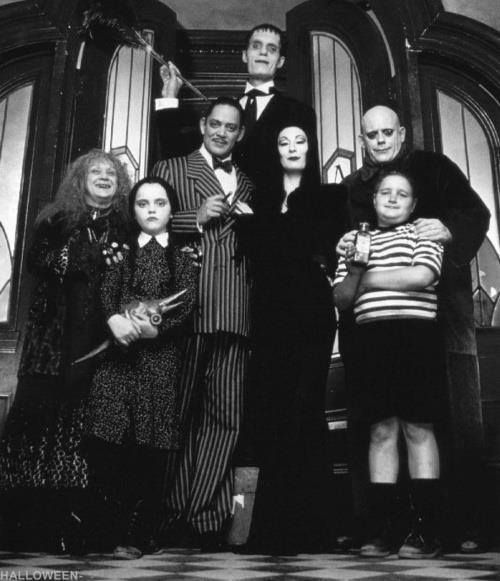 fam lia addams film addams family halloween costumes. Black Bedroom Furniture Sets. Home Design Ideas