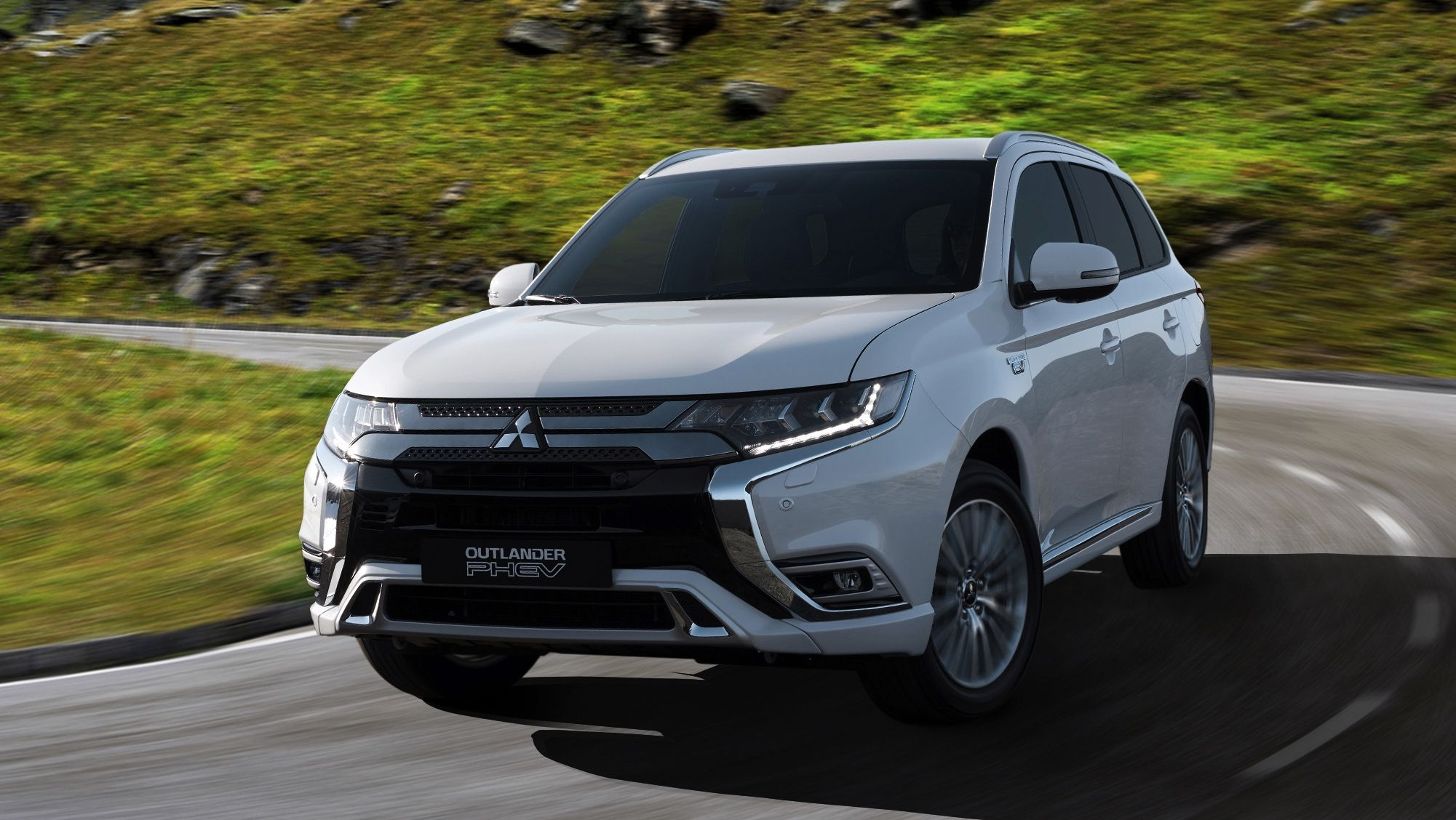 Mitsubishi To Showcase New Outlander Phev In Geneva With Better Tech Revised Looks Outlander Phev Mitsubishi Suv Mitsubishi Outlander