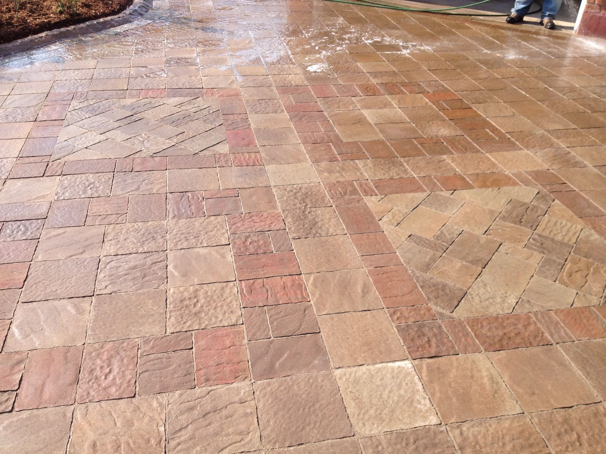 Colour and pattern change highlight this driveway by for Techo bloc