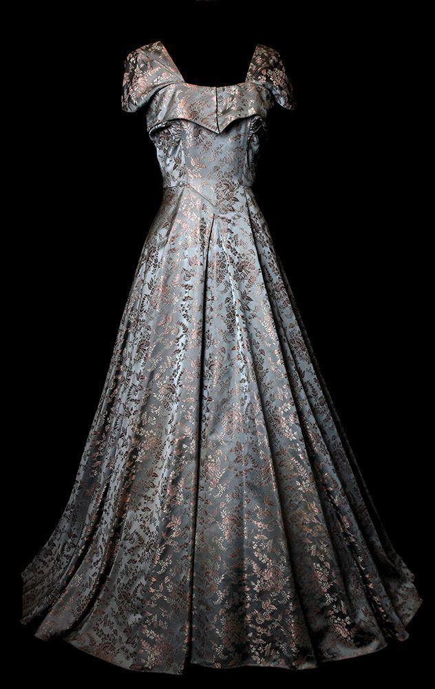 dating vintage wedding dresses